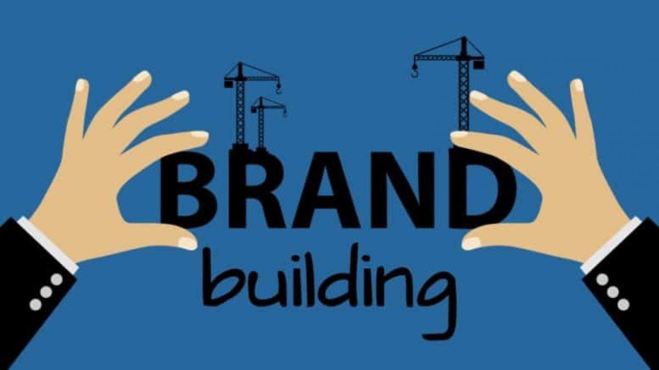8 نصائح لتحديد اسم العلامة التجارية لشركتك الناشئة